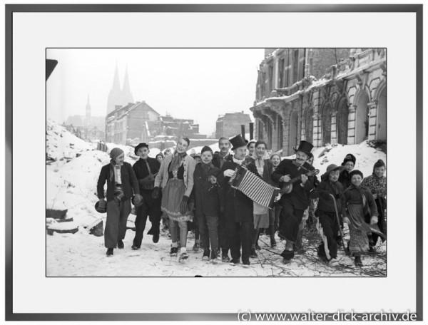 E09 - Karneval in der Ritterstraße 1946