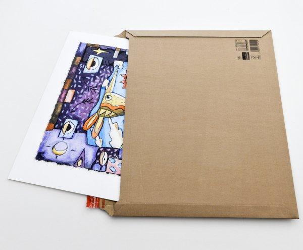 Versandtaschen aus Pappe mit Karton