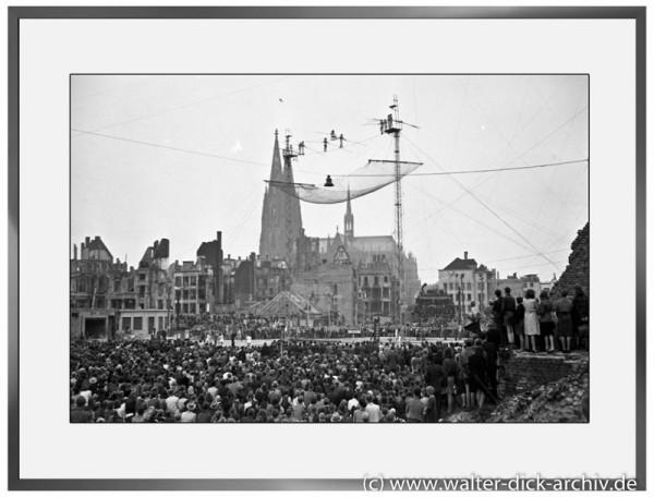 E05 - Hochseil-Artisten über dem zerstörten Heumarkt 1946